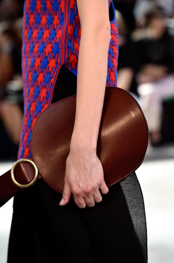 Clutch rotonda marrone e top optical - dettaglio - Céline SS 2015