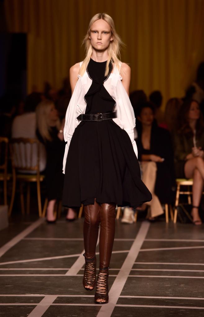 Sovrapposizioni per il look Givenchy