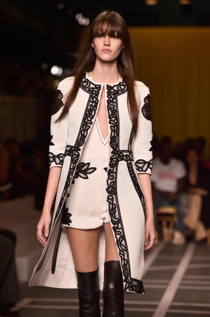 Il retrò moderno di Tisci per la SS15 di Givenchy