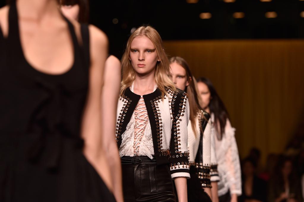 Bianco e nero protagonisti sulla passerella Givenchy