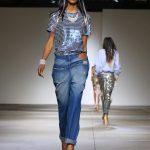 Jeans back to front e t-shirt con paillettes