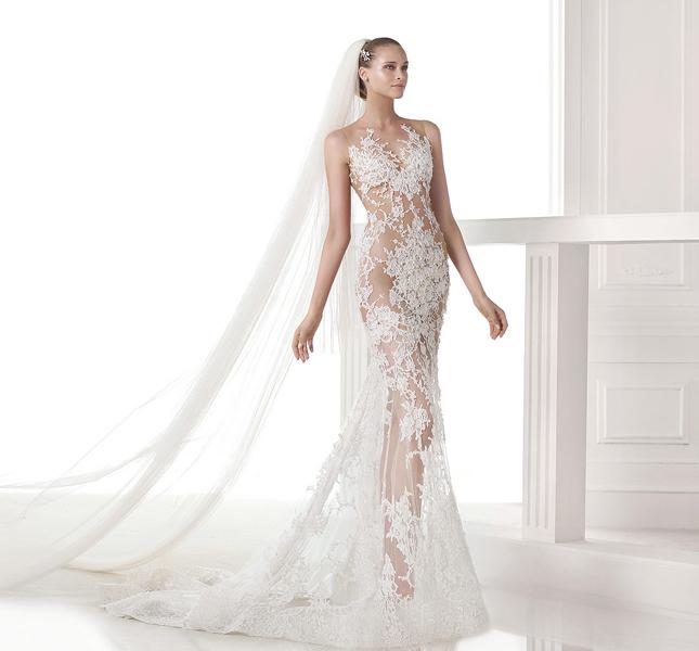 Se volete sconvolgere sposo e ospiti ecco il modello Caraola, decisamente audace!