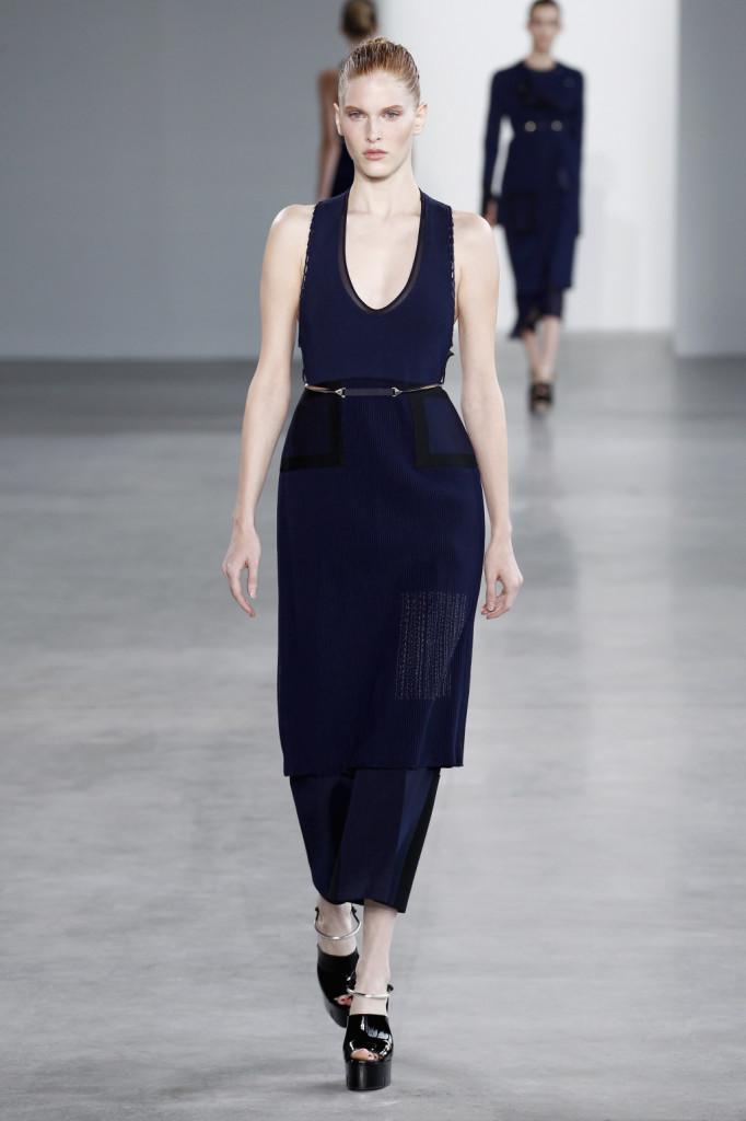 Calvin Klein, NYFW, Primavera-estate 2015: vestito-canotta con gonna plissettata e pannello glitterato laterale