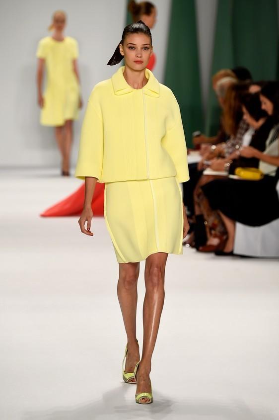 Completo giacca-gonna, nel colore giallo limone