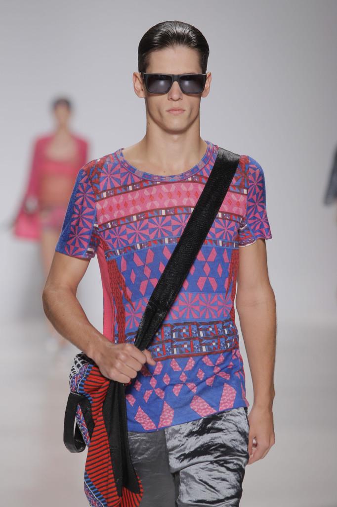 La t-shirt uomo in colori pop