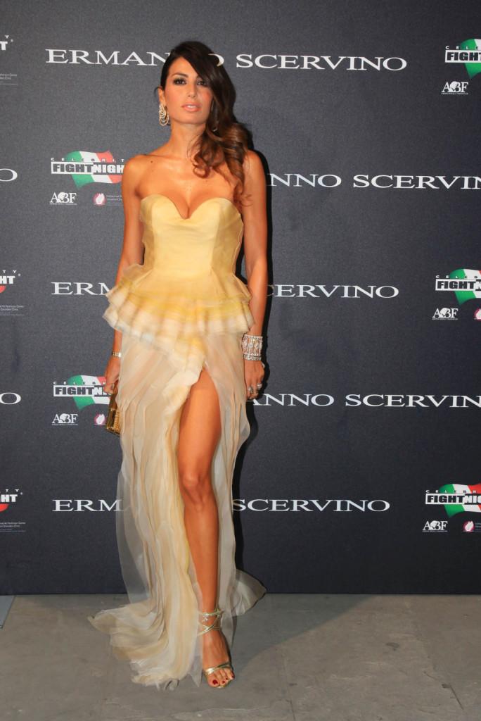 Elisabetta Gregoraci per l'occasione indossa un abito firmato da Ermanno Scervino