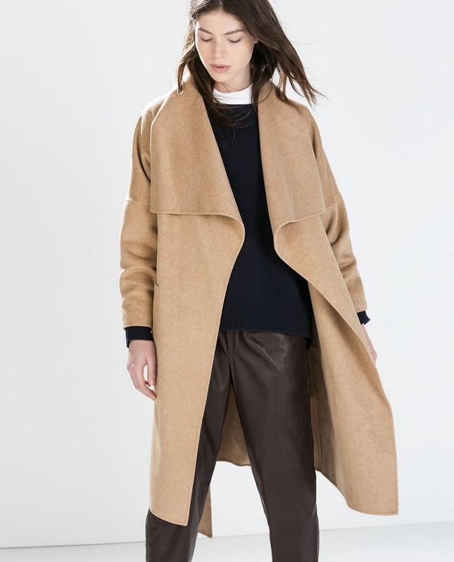Cappotto lungo oversize, color cammello, di Zara; must have per l'autunno-inverno 2014-15