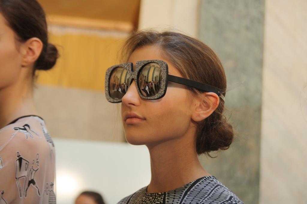 Un tocco pop e futuristico: gli occhiali ricoperti di cristalli Swarovski - Photo Credits: Giada Divisato