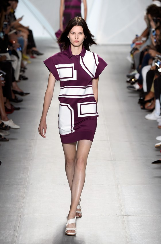 Mini dress viola, con fantasia geometrica nella nuance bianca
