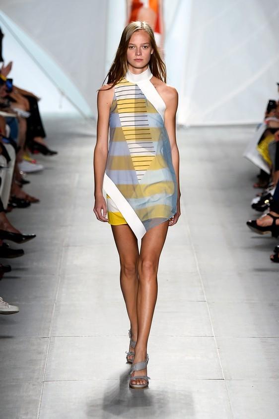 Abito corto, stampato con sovrapposizione di tessuti differenti, nei colori giallo e bianco