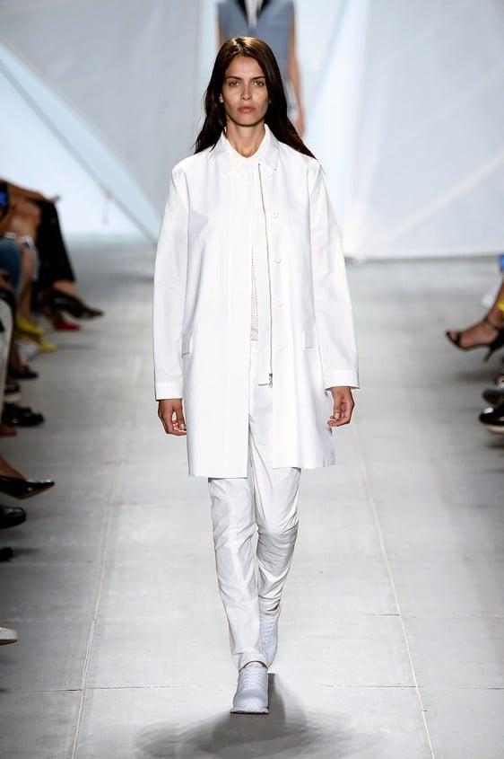 Look in total white, composto da: blusa, blazer oversize e pantalone stretto