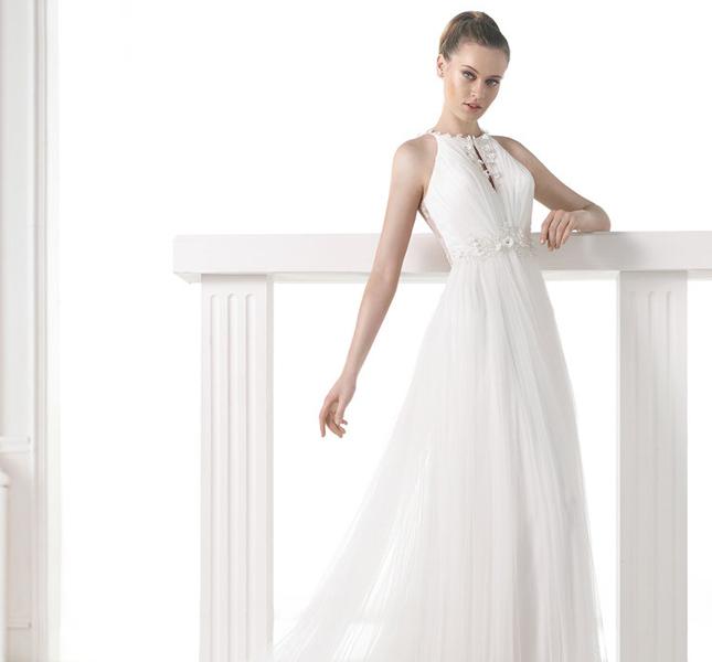 Pronovias: modello Melit. Sposa moderna ed elegante.