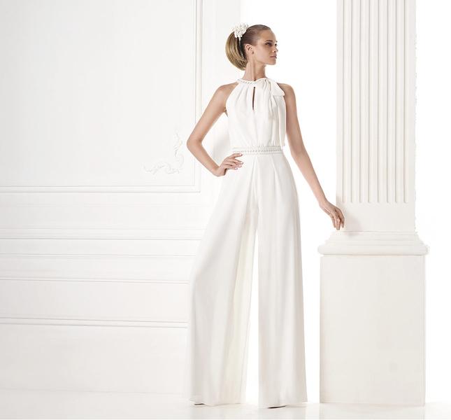 Modello Merlina: ecco una sposa sofisticata e originale.