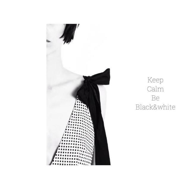 Per la Primavera/Estate 2015 Marianna Cimini propone una collezione in cui il black and white dominano sulle stampe e le stoffe, per dare una sensazione di