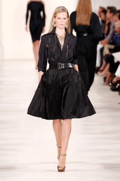 abito nero con gonna a ruota, in total black