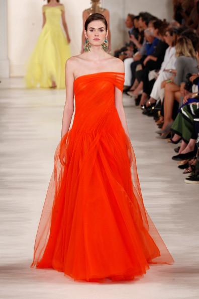 Abito lungo in tulle con gonna ampia, arancione acceso