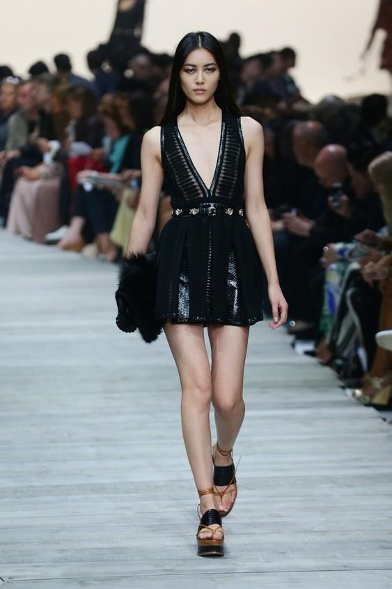 Mini dress nero con scollatura profonda
