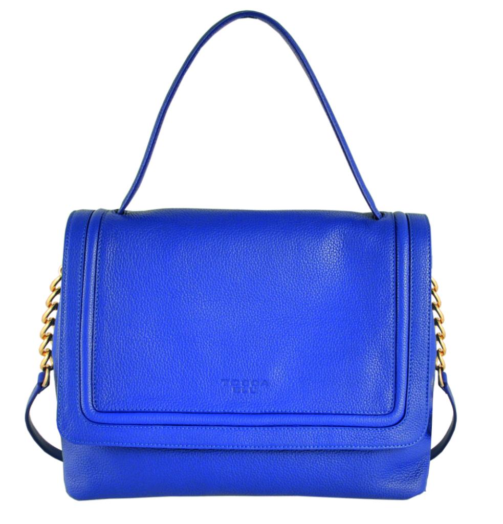Un blu mozzafiato per la bag da portare a mano o a spalla