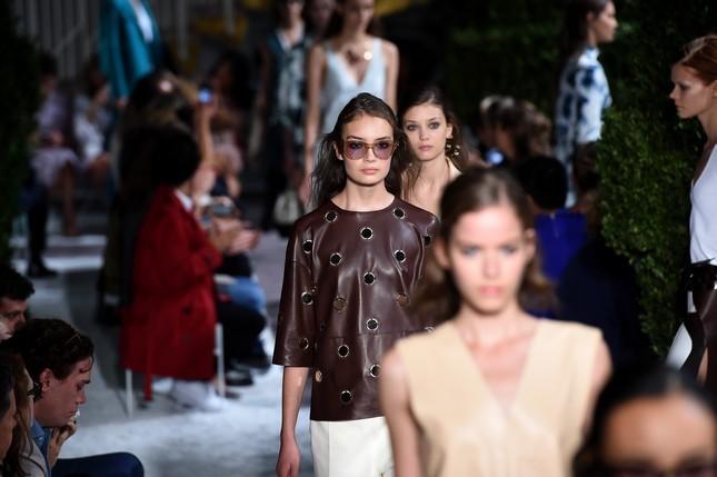 Sfila alla Milano Fashion Week, la collezione primavera-estate di Tod's