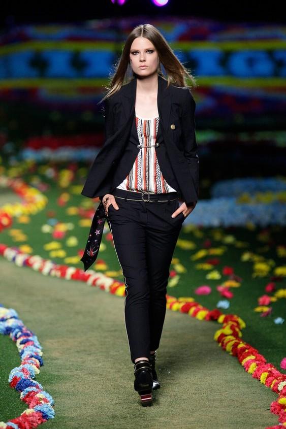 Completo giacca-pantalone , con blusa a righe