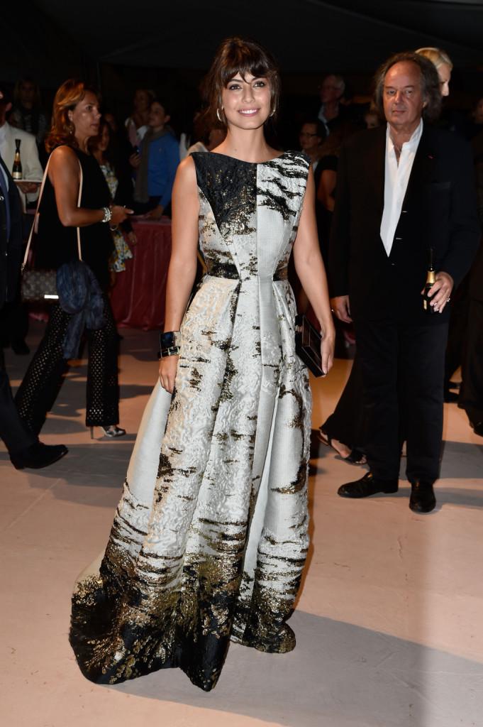 Alessandra Mastronardi è magnetica e affascinante con ombretto oro e bronzo e labbra rosate