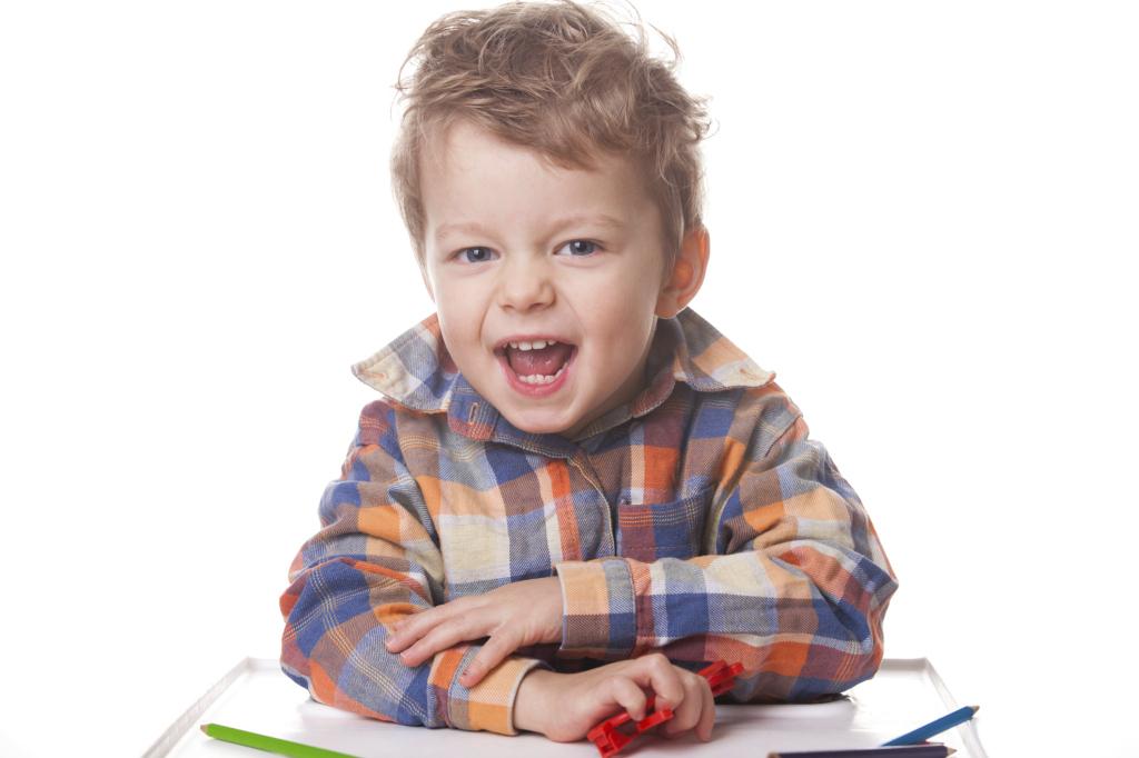 I bambini iperattivi tendono a passare da un gioco all'altro e difficilmente portano a termine un'attività.