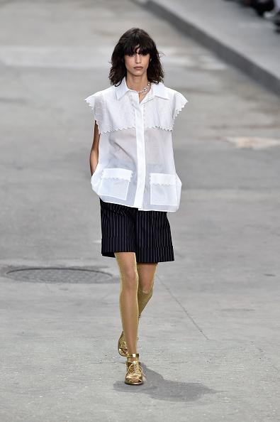 Shorts gessati con camicia a mezza manica