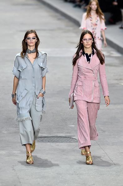Coordinato pantaloni ampi e top morbidi in colore pastello