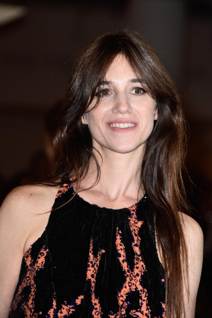 Occhi bordati con grigio antracite e ciglia lunghissime per Charlotte Gainsbourg