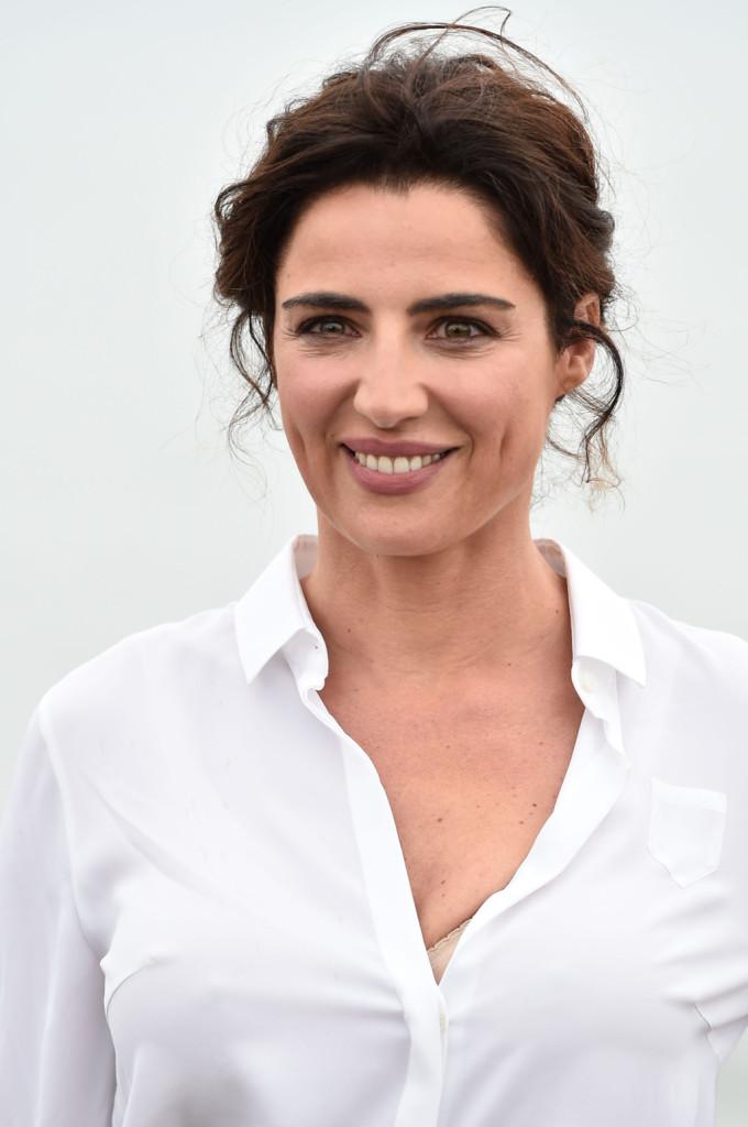 La madrina della 71esima edizione della mostra del Cinema di Venezia punta tutto sul suo fashione mediterraneo con un nude look che mette in evidenza occhi e labbra