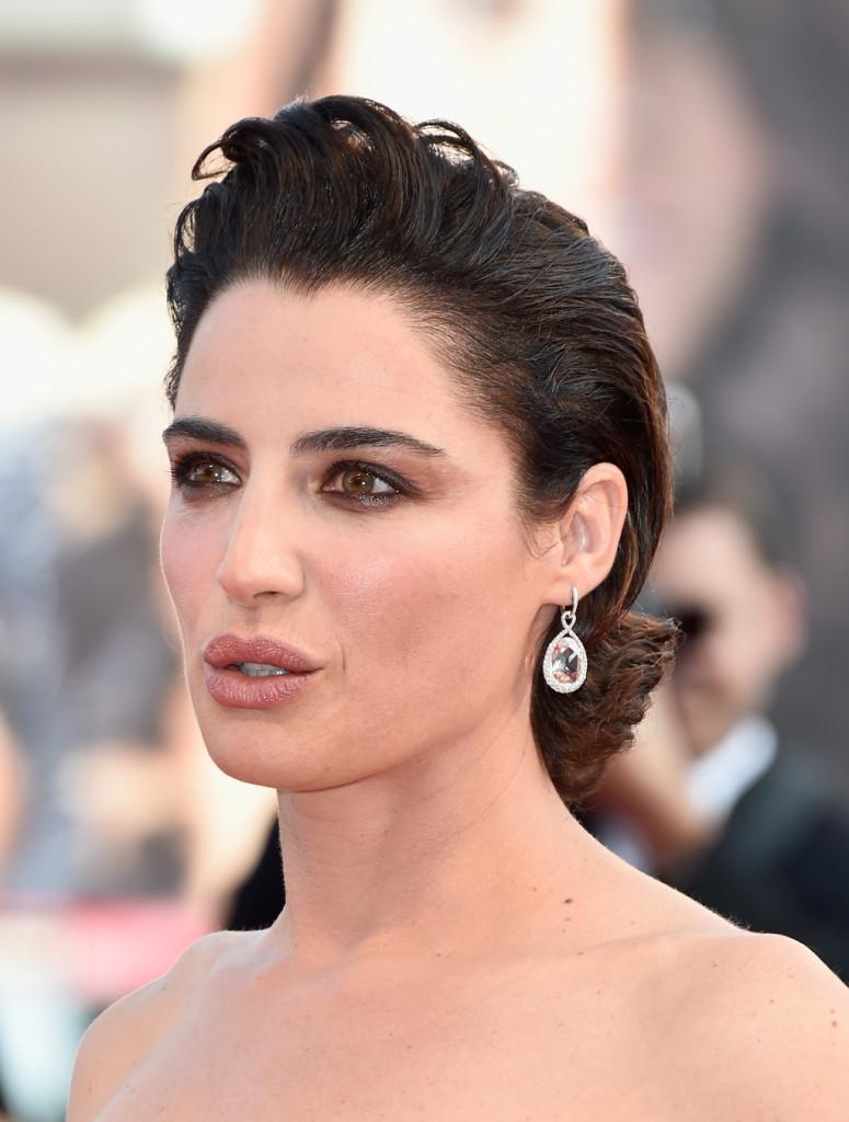 Per uno sguardo intenso e magnetico come quello di Luisa scegli un ombretto nocciola o bronzo, dello stesso colore dell'iride