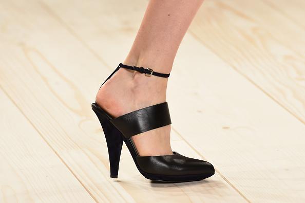 Una delle scarpe in sfilata