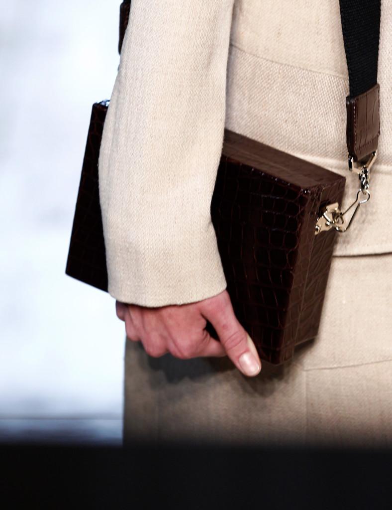 Dettaglio di una delle borse presentate.