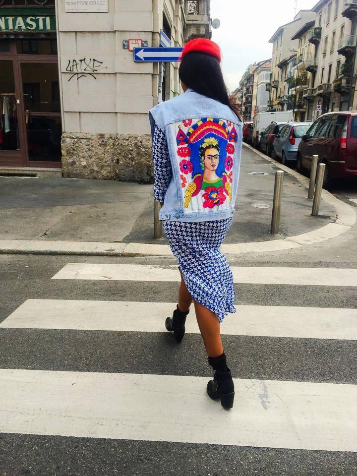 Da una collaborazione con una sapiente pittrice nasce il Progetto Frida, una collezione di giacche e gilet vintage dipinte a mano