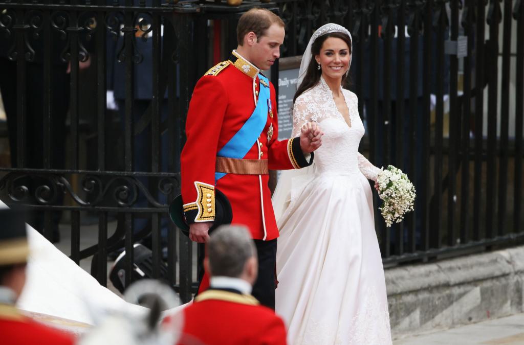Abito interamente in pizzo e lavorato a mano di Kate Middleton