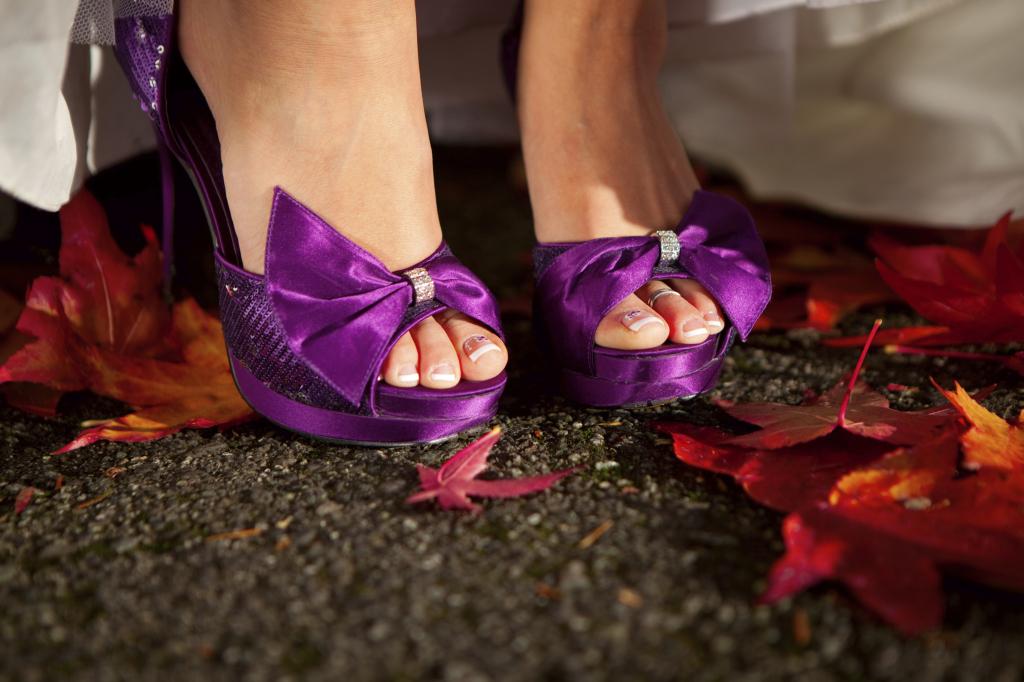 Dal viola al giallo la scarpa della sposa è bella anche se colorata