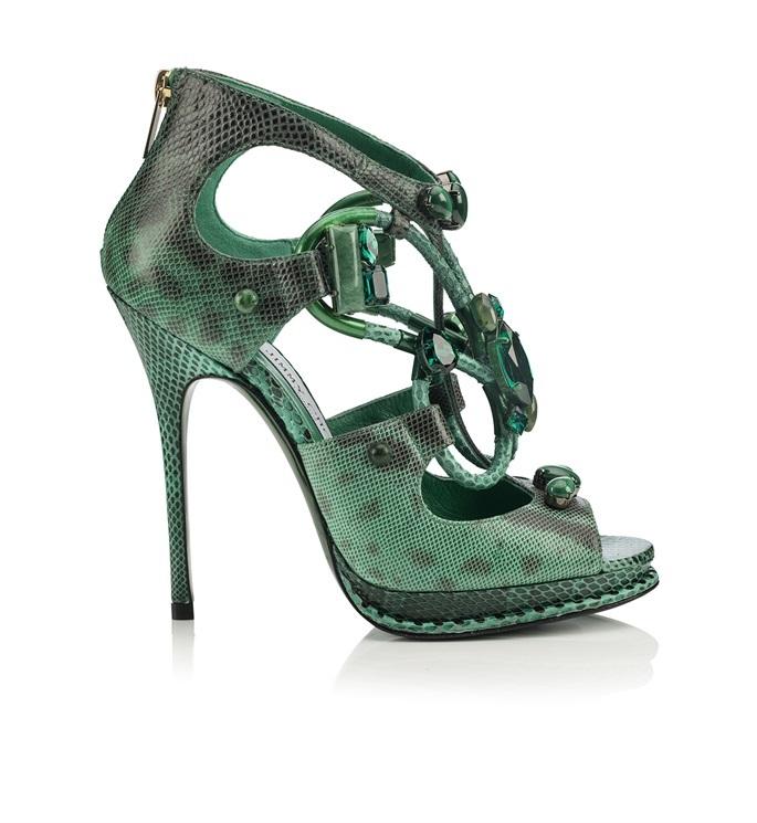Verde smeraldo, verde giada, verde serpente: più che un sandalo gioiello, un sandalo scultura