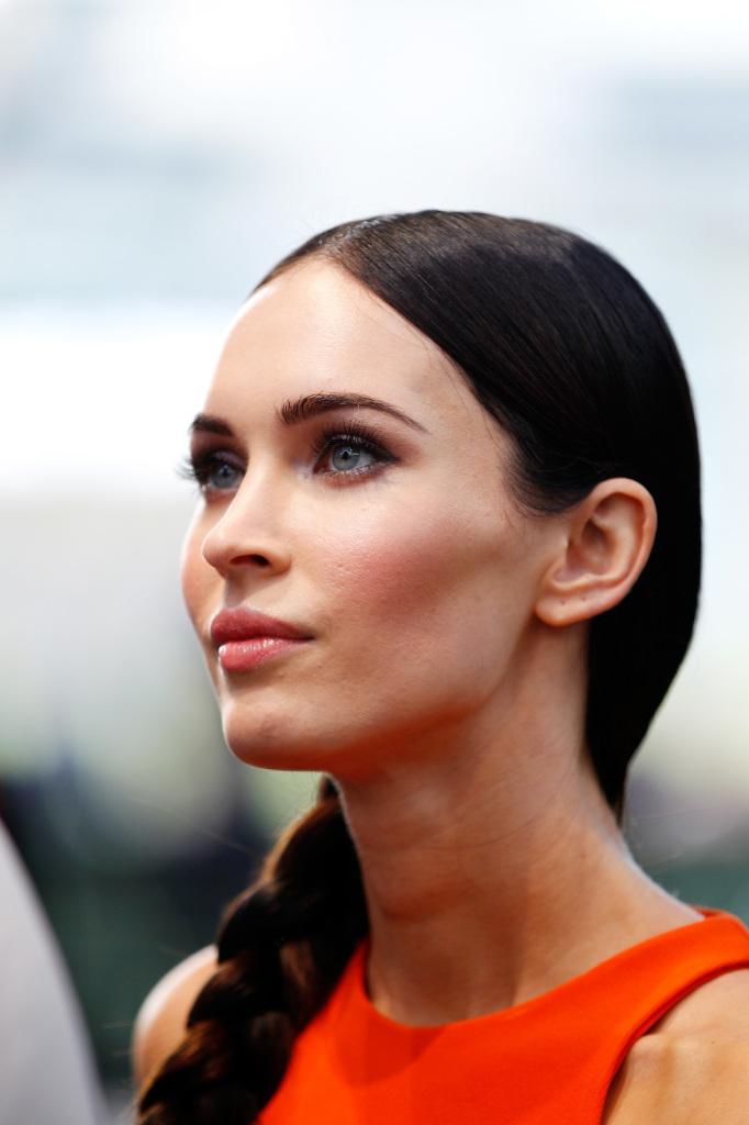 Il beauty tip segreto di Megan Fox? Un tocco di mascara colorato a completare il make up occhi nude