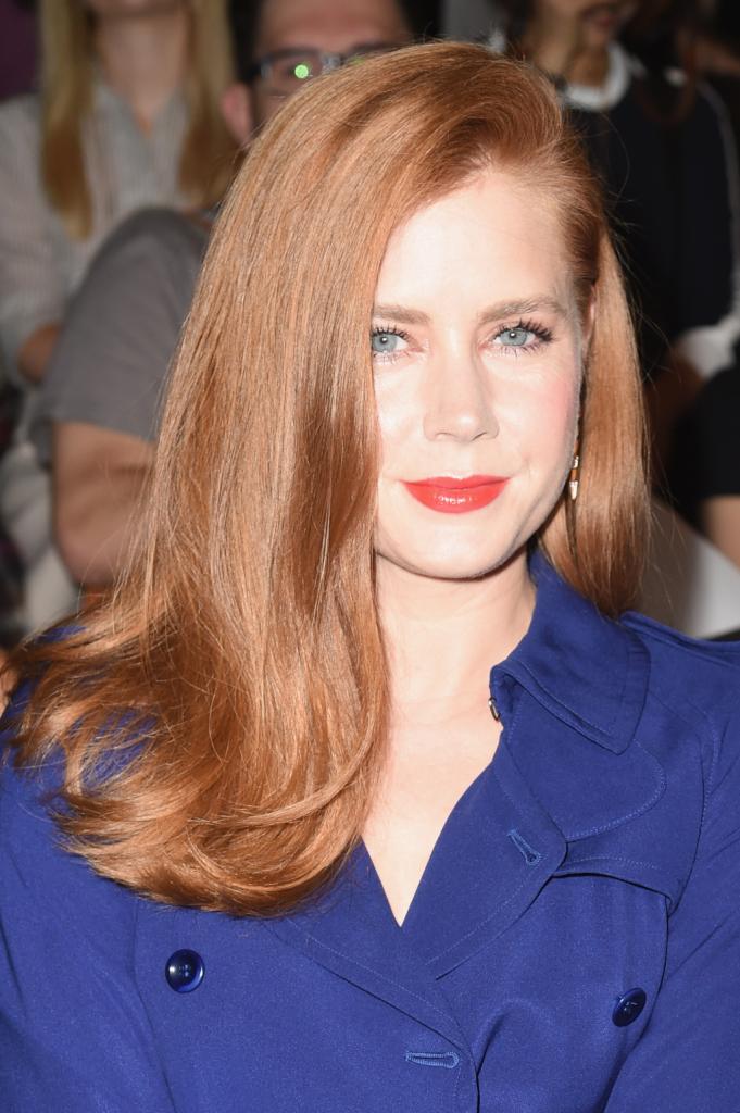 La rossa Amy Adams sfoggia sempre capelli lisci e luminosi, da copiare con prodotti ad hoc...