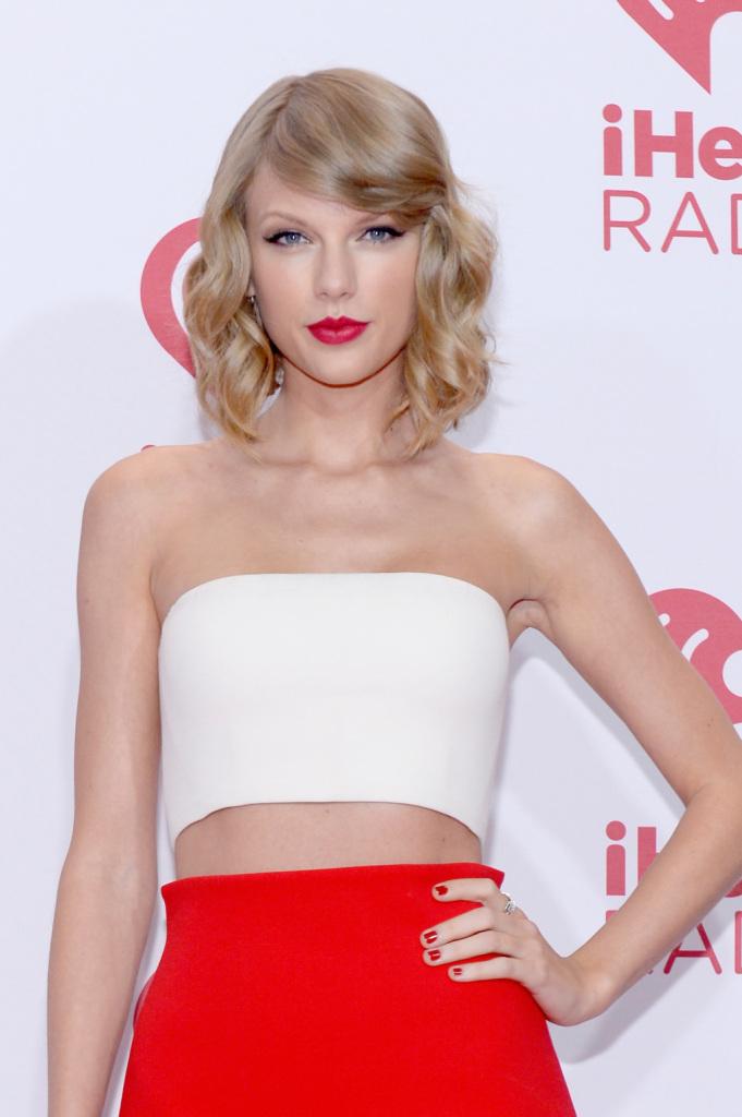 Taylor Swift ha occhi piccoli che ingrandisce con un make up che fa uso sapiente dell'eyeliner