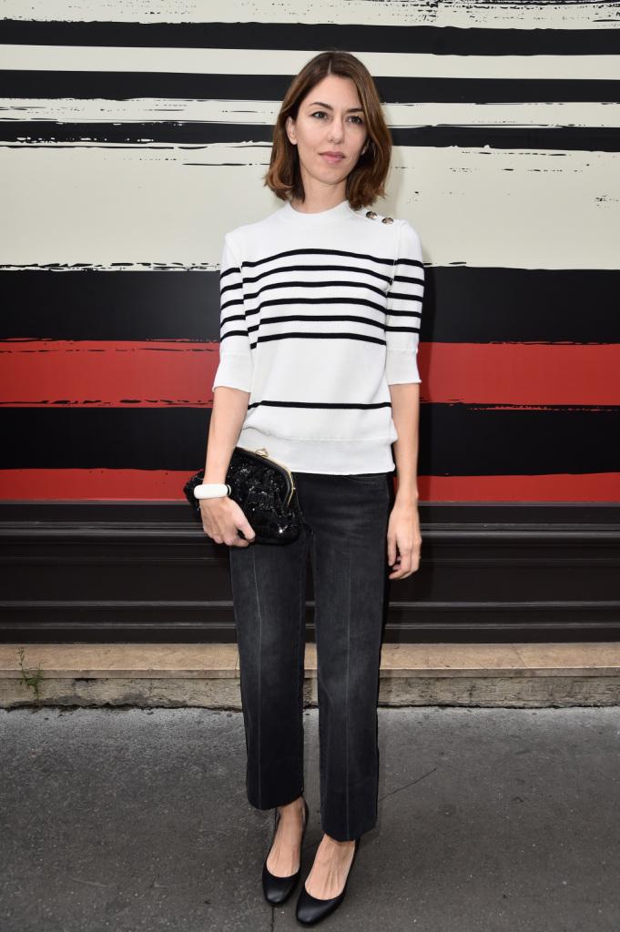 Sophia Coppola giura che le righe sul muro non fanno parte dell'outfit. #streetstyle PFW 2014