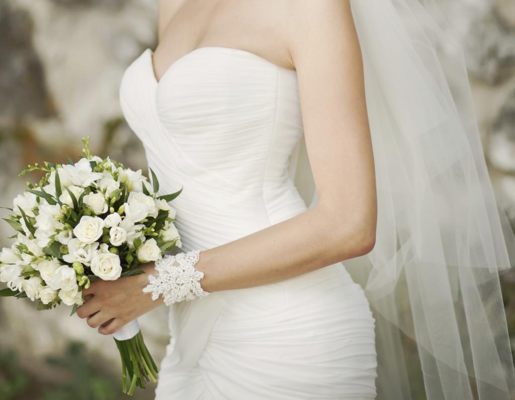 Bouquet Sposa Per Abito Pizzo.Abiti Da Sposa Semplici Unadonna