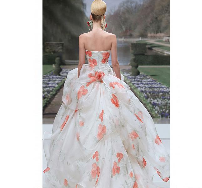 Sognando la primavera: uno sbocciare di fiori color pesca per l'abito Atelier Aimèe 2015.
