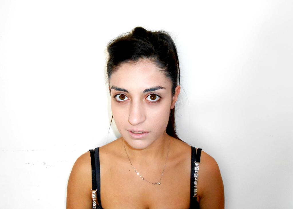Base: applicare un fondotinta più chiaro rispetto al tono della pelle
