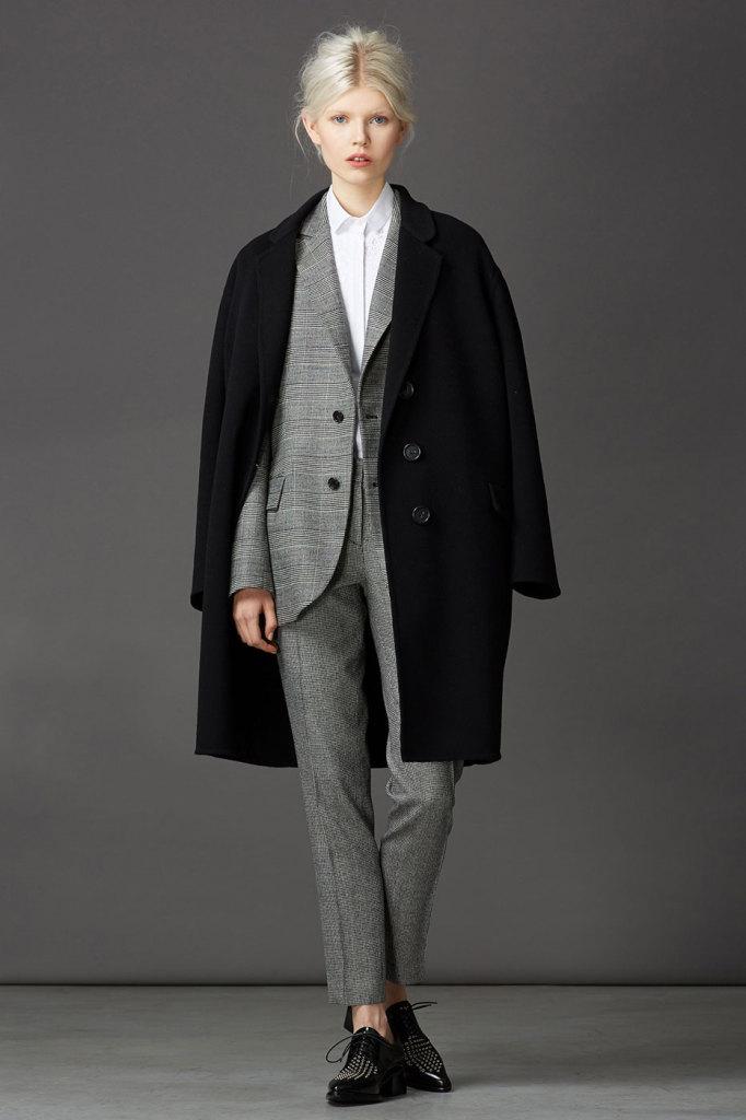 Cappotto nero e oversize Ermanno Scervino