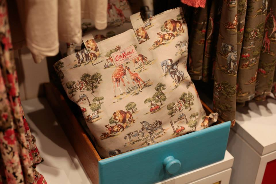 Cath Kidston: un esempio di shopper bag con stampa di animali della Savana