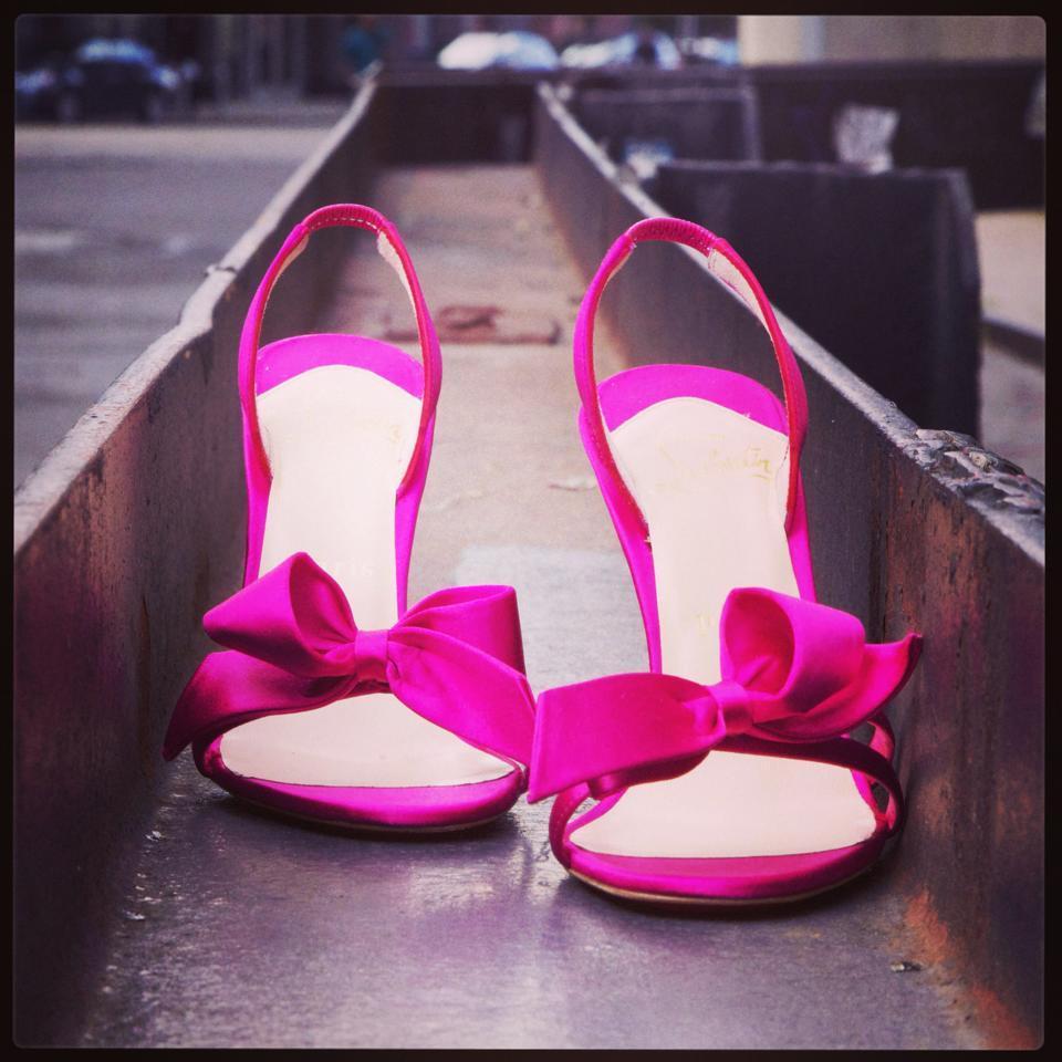 Scarpe da sposa in tutti i toni del rosa, dal rosa cipria al fucsia. Ecco le scrape di Christian Louboutin