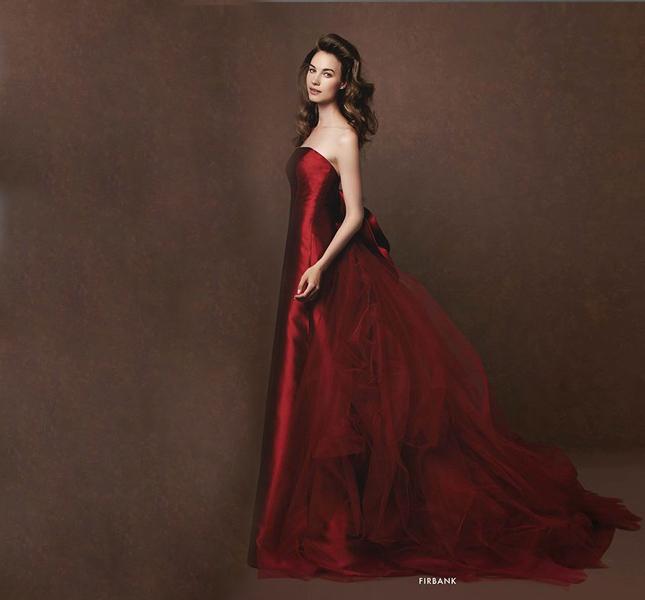 Rosso intenso per l'abito da sposa proposto da Elisabetta Polignano.