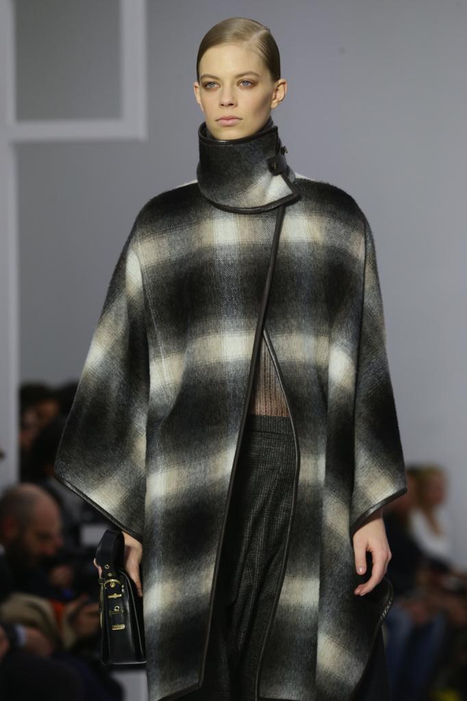 Fantasia check come vuole la moda invernale, per la mantella Salvatore Ferragamo