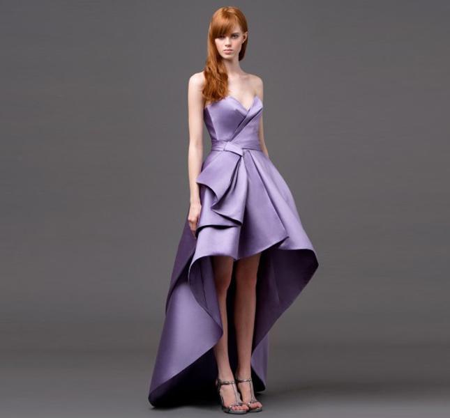 Splendido abito color lavanda di Alberta Ferretti, collezione 2015.